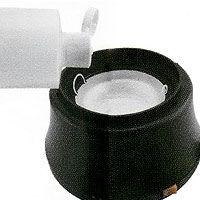 2. Nalijte zhruba 5-10 ml tekutiny na odstranění gelu do plastové misky umístěné v hlavní komoře zařízení